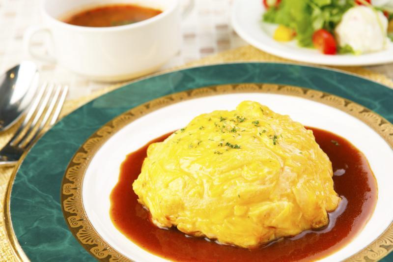 とろける卵と濃厚デミグラスソースの絶品オムライスセット
